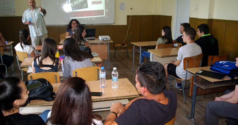 Млади лидери направиха презентации за наркотиците пред свои връстници в Тръстеник