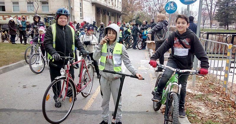 "Ученици от НУ ""Патриарх Евтимий"" проведоха велопоход, подкрепен от ОбСНВ – Плевен"