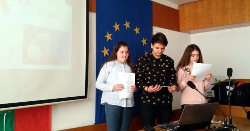 """Младежи от община Левски показаха презентационни умения на тема """"Превенция на рисковото сексуално поведение"""""""
