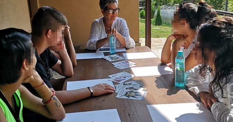 """Специалист от ПИЦ – Плевен проведе обучение на тема """"Зависимости"""" с момичета от ВУИ – Подем"""